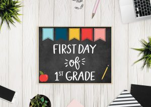 First Day of First Grade Back to School Photo Sign Printable. Print these off in minutes to add fun to your back to school photos!